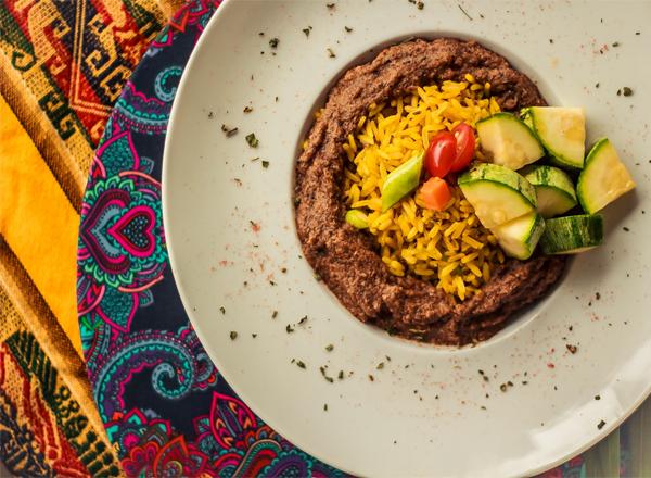 inauguração do restaurante em Curitiba que mescla técnicas e sabores das culinárias indiana e italiana