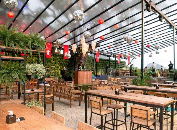 Restaurante Nghia traz menu elaborado e lounge temático com DJ, na varanda do EXC, no Jardim Botânico