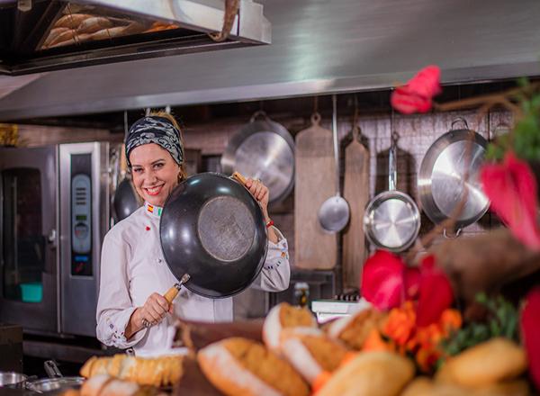 Dia do chef: assista a entrevista com a chef Leninha Camargo