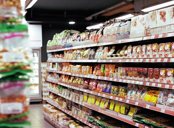 Estudo inédito detecta agrotóxicos em alimentos ultraprocessados