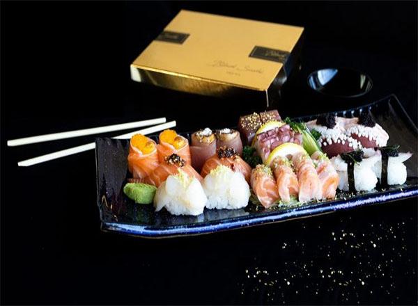 Black Sushi lança prato com pétalas de ouro comestível