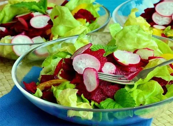 Comer vegetais e folhas no jantar pode reduzir risco de doenças cardíacas