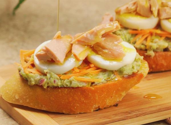 Receita de toast de atum no pão italiano para curtir o fim de semana