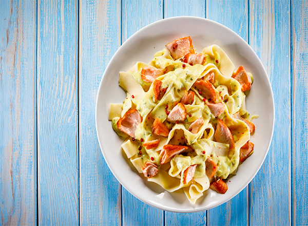 Talharim: Esta receita de talharim com salmão é uma delícia